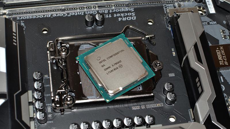 Intel выпустит восьмое поколение процессоров с защитой от уязвимостей Spectre и Meltdown