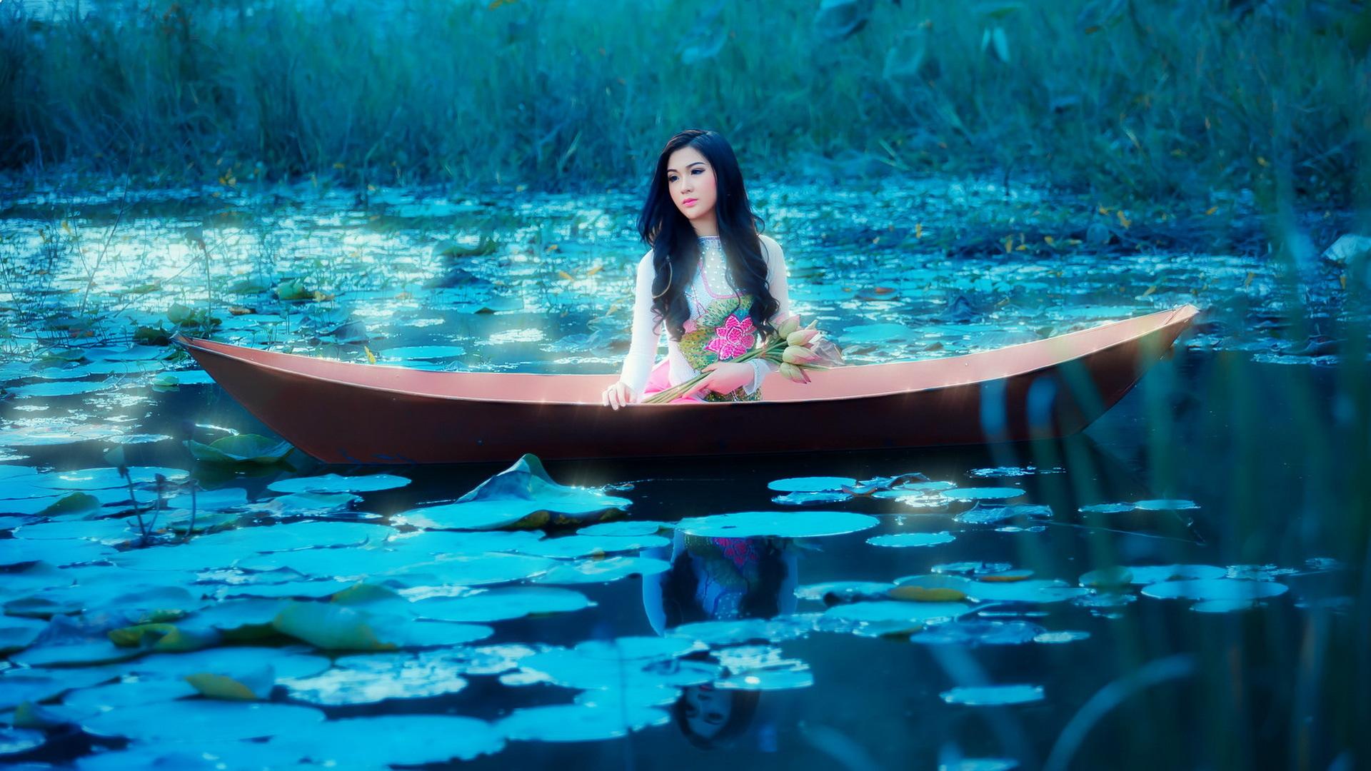 представьте что вы плывете в лодке по морю