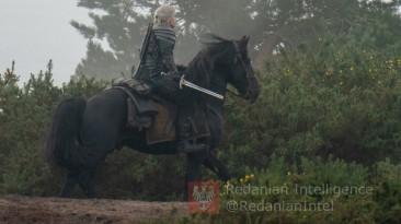 Генри Кавилл на новой лошади на съёмках второго сезона Ведьмака