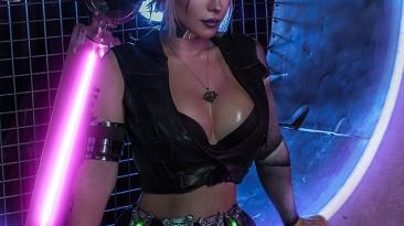 Ирина Мейер в образе Цири, оказавшейся в мире Cyberpunk 2077