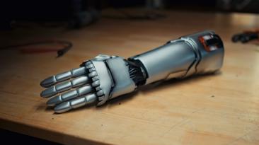 Бионическая рука Джонни Сильверхэнда превратилась в настоящий протез