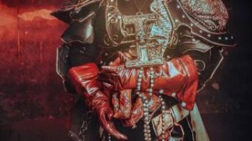 Красочный косплей на Инквизитора Квиксоса