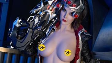 Откровенный косплей Роковой Вдовы из Overwatch