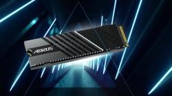 Твердотельный накопитель Gigabyte Aorus Gen4 7000s развивает скорость передачи данных 7000 МБ/с