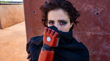 Девушка получила реальный протез руки из Metal Gear Solid 5 - Konami одобрила