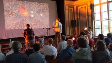 Ape Out в сопровождении живого джазового выступления