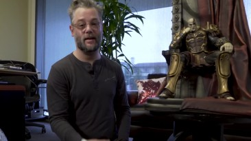 Кори Барлог распаковал гигантскую статую Кратоса
