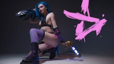 Девочка с большой пушкой - косплей на Jinx из League of Legends