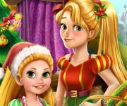 Рапунцель с дочкой украшают ёлку