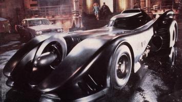 В августе в Batman: Arkham Knight появится классический костюм и Бэтмобиль Майкла Китона