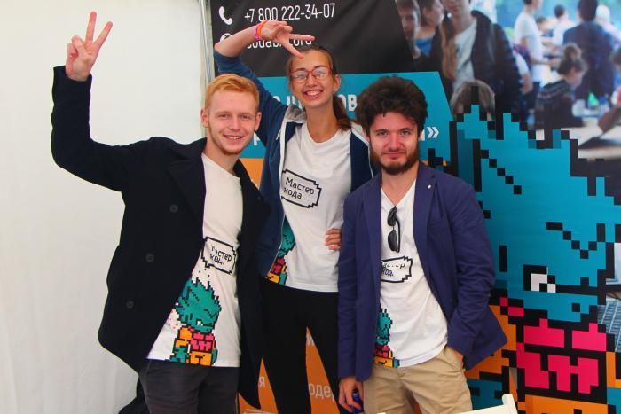 Ребята из образовательного проекта «Кодабра» привезли VR-проекты своих юных воспитанников.