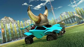 На первое апреля разработчики Rocket League украсили автомобили игроков гигантскими шапками
