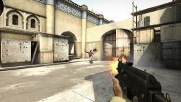 Бесплатная версия CS:GO позволяет играть с ботами и смотреть матчи