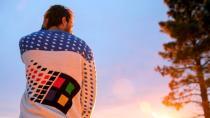 Microsoft представила уродливый рождественский свитер в стиле Windows 95