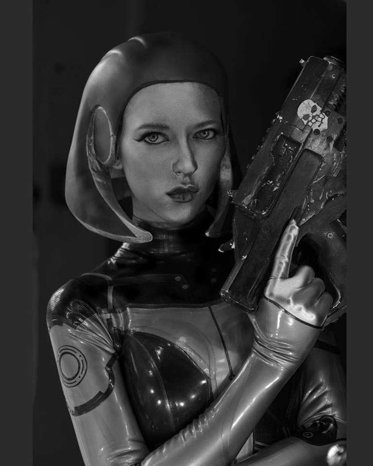 Косплей СУЗИ из Mass Effect 3 - Mass Effect 3 Косплей СУЗИ из Mass Effect 3