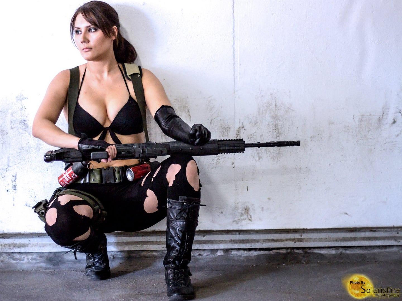 Сисястая телка в военной форме, Красавица в военной униформе страстно отдается ебарю 13 фотография