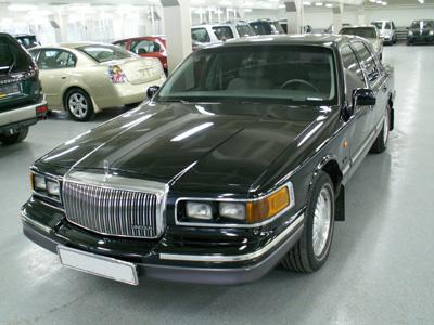 Lincoln Town Car - -