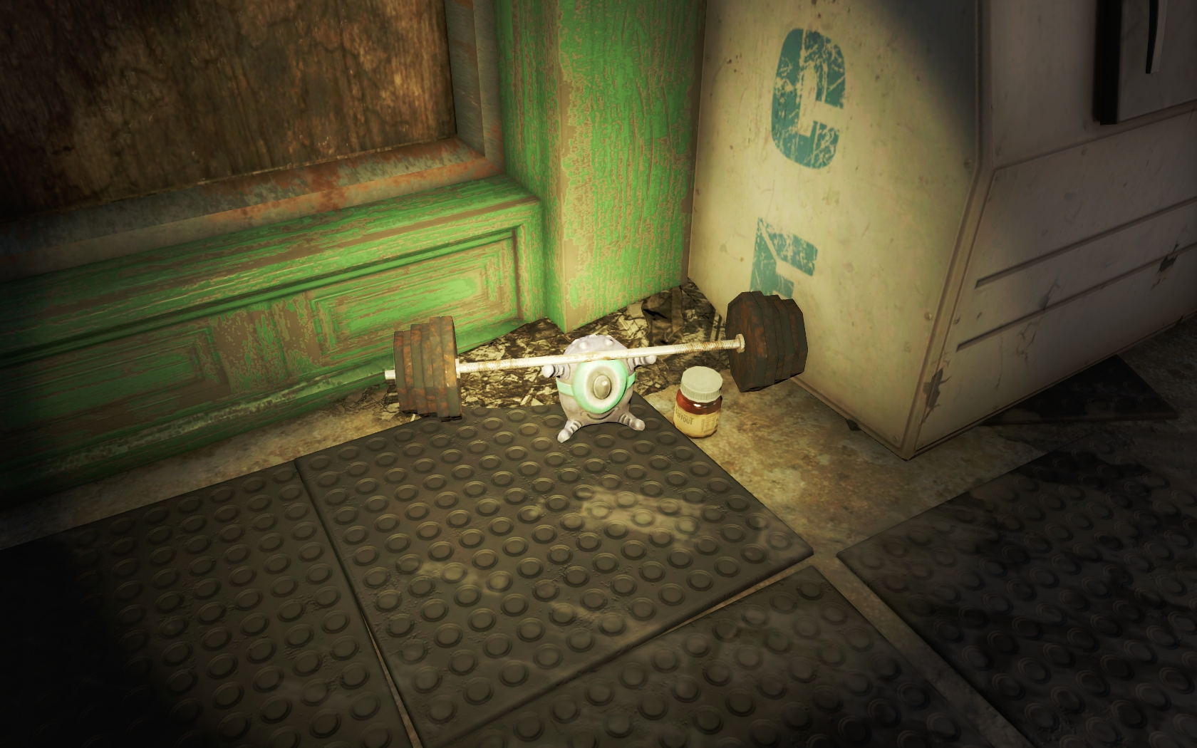 Силач, накаченный баффаутом. Штанга 72,6кг (Боксёрский зал у Галереи Пикмана) - Fallout 4 Инопланетянин, Юмор