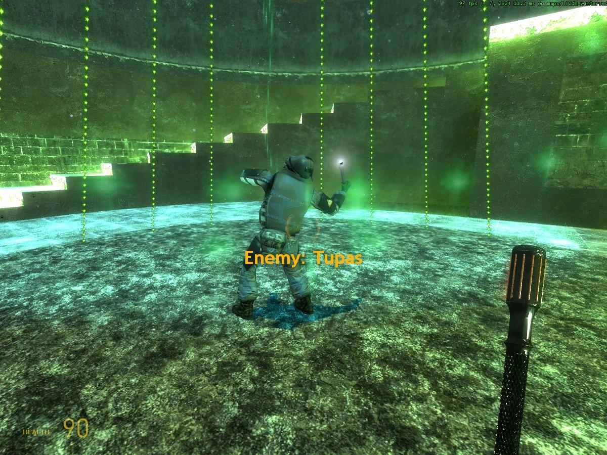 Tupas позирует на новогоднем замесе - Half-Life 2 hl2dm_wintersedge, Tupas, замес, Новый Год