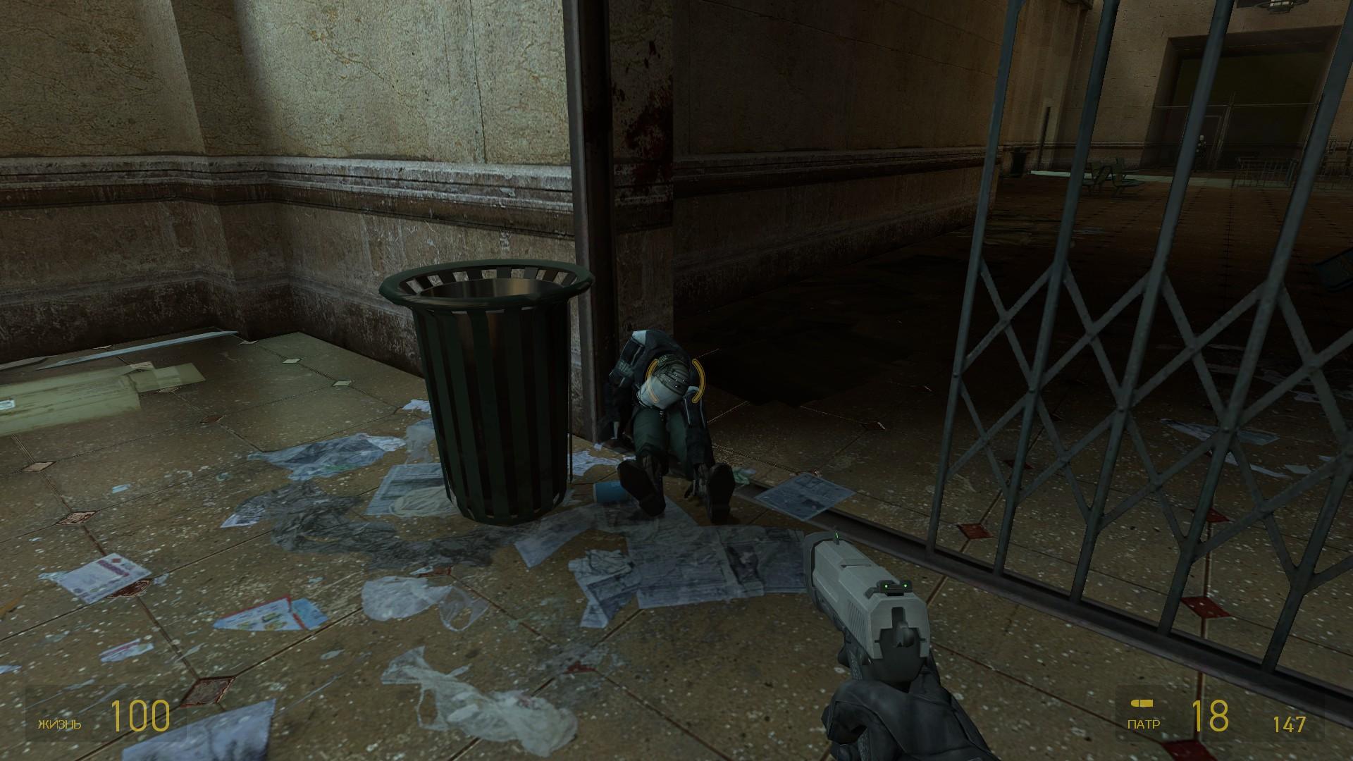 Не надо было заставлять поднимать банку! <:( - Half-Life
