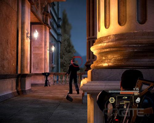 Ко второму охраннику подойти, укрываясь за колоннами