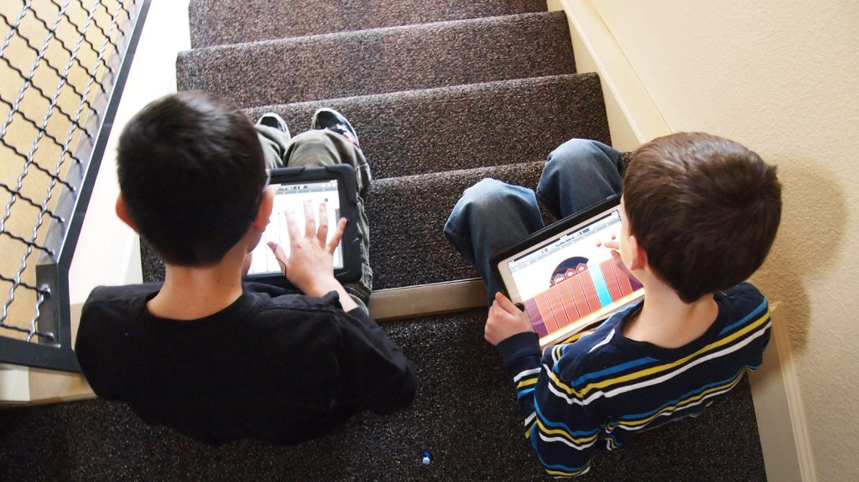 Неменее 70 процентов актуальных насегодняшний день детей до10 лет играют вмобильные игры
