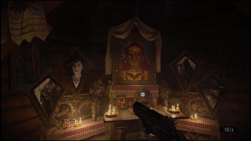 Портреты матери Миранды и четырех лордов, найденные в церкви в деревне