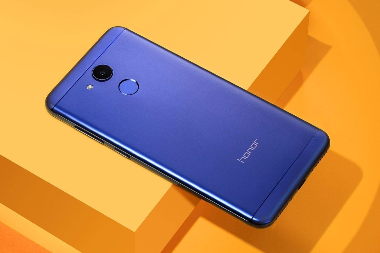 В Российской Федерации начались продажи бюджетного телефона Huawei Honor 6C Pro