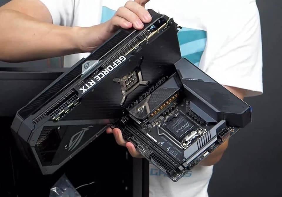 Это одна из самых огромных видеокарт на рынке. Asus GeForce RTX 3090 выглядит просто исполинской