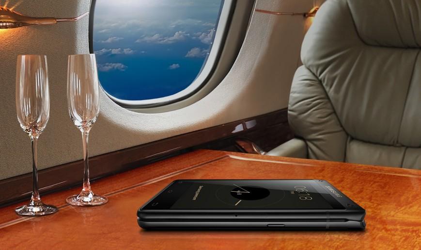 Дороже iPhone X: Самсунг представила новый телефон-раскладушку