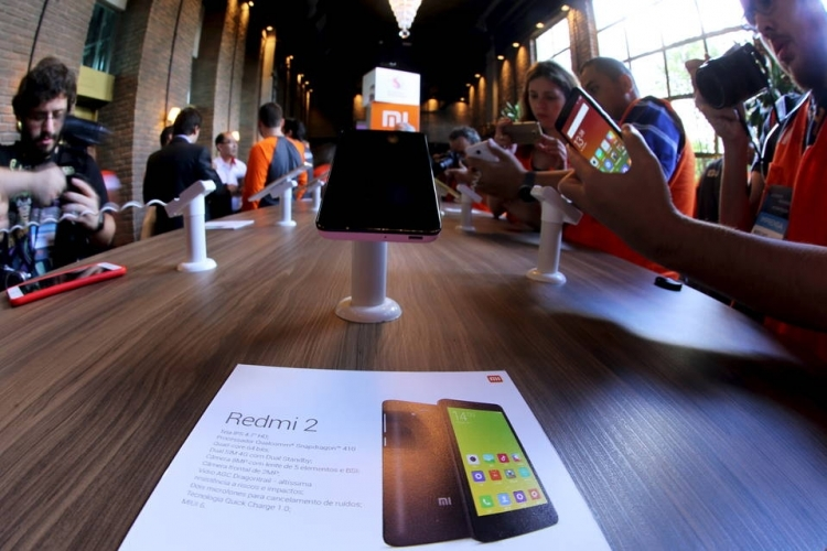 Бренд Xiaomi зарегистрировал патент нагибкий смартфон