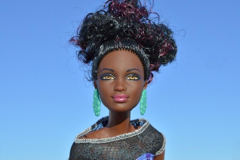 Темнокожая кукла Барби