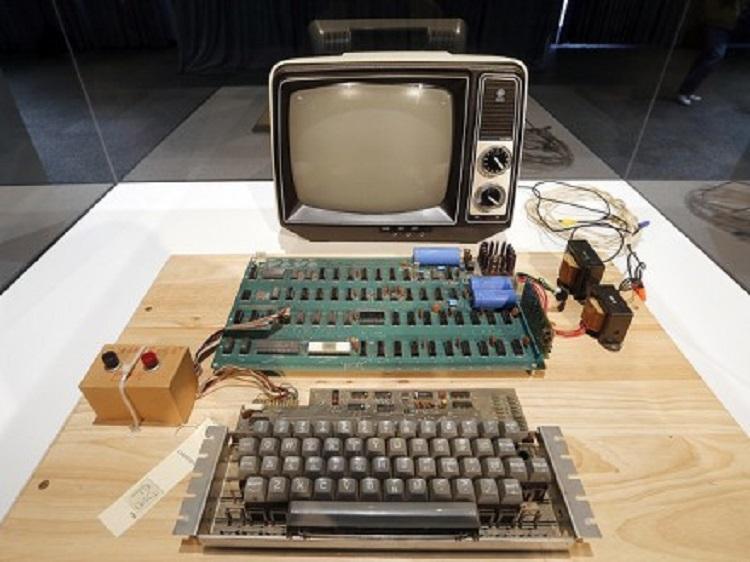 ВГермании продается один изпервых компьютеров Apple