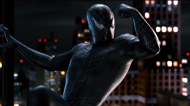 первую фото человека паука в черном костюме возникли