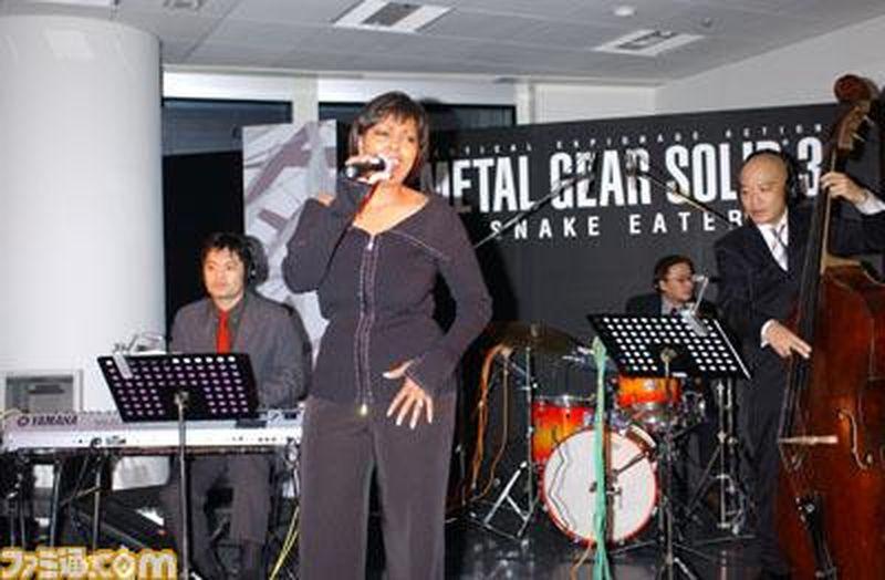 Фотография с вечеринки в честь релиза Metal Gear Solid 3. Харрелл исполняет Snake Eater.