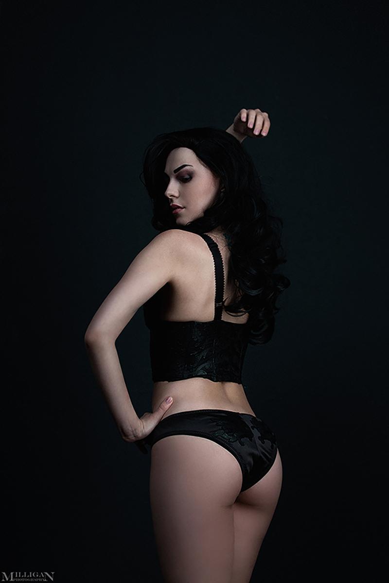 девушка в эротичном нижнем белье порно фото