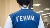 """Хидэо Кодзима сфотографировался в бомбере с надписью """"Гений"""""""