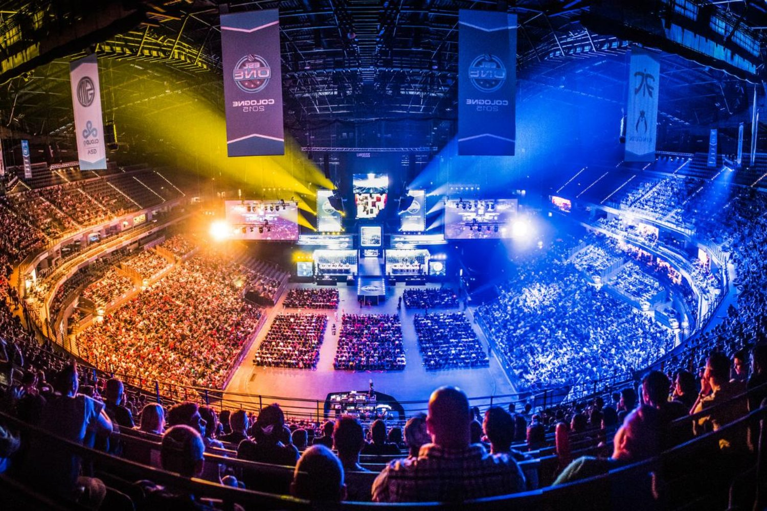 esports as a trend How the growth of esports compares to traditional sports trends dean takahashi @deantak november 18, 2016 9:00 am above: esports is a fast-growing space.