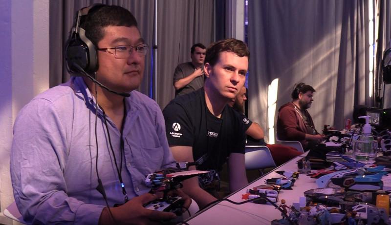Дин Такахаши из GamesBeat и Мэтью Роуз из Ubisoft играют в Starlink.