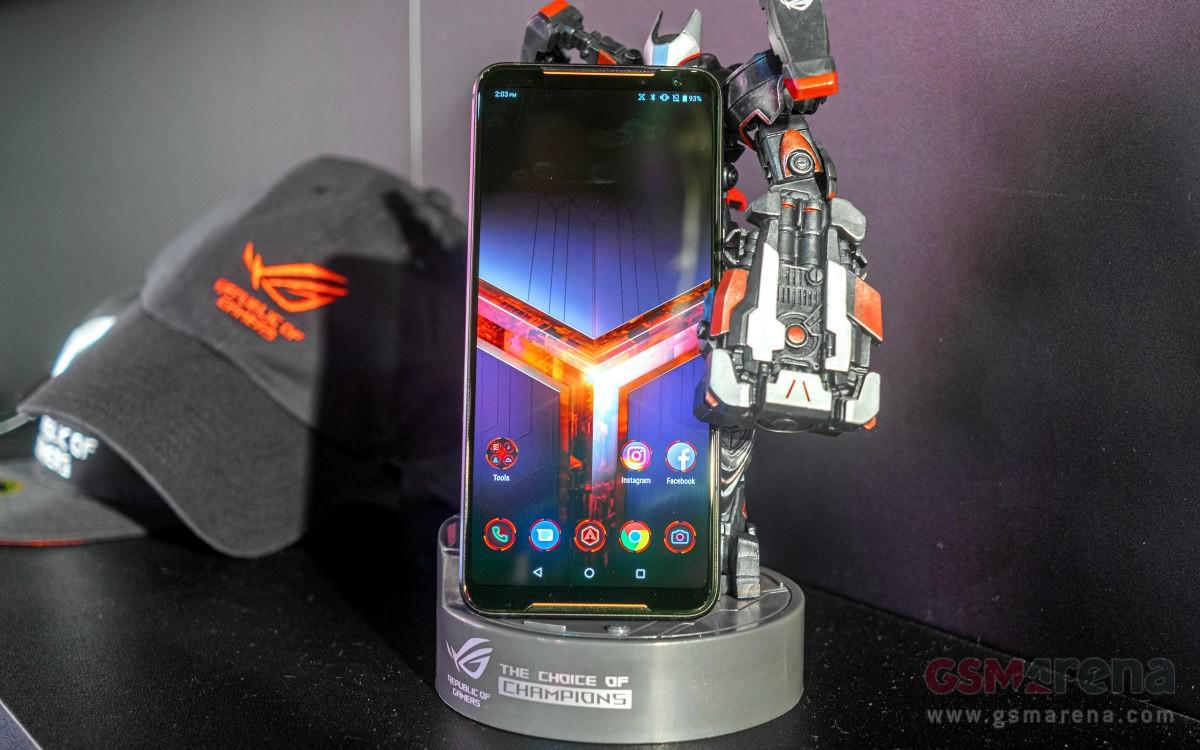 e57e06855e6ce Смартфон получил экран AMOLED диагональю 6,59 дюйма разрешением 2340 х 1080  пикселей с частотой обновления до 120 Гц и задержкой 1 мс (также доступны  режимы ...