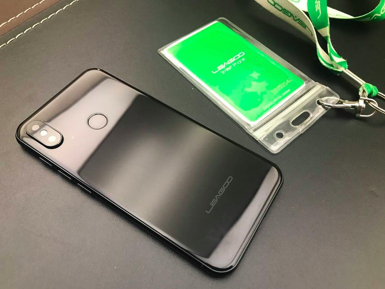 Китайская компания создала бюджетного конкурента iPhone X