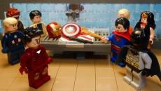 Кроссовер Marvel и DC…в LEGO?