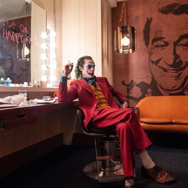 Картинки по запросу Не до смеха: Появились свежие кадры из «Джокера»