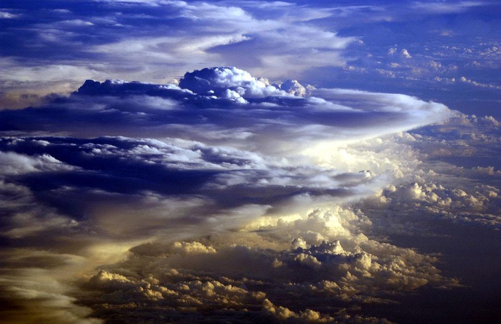 земля в облаках красивая картинка российский