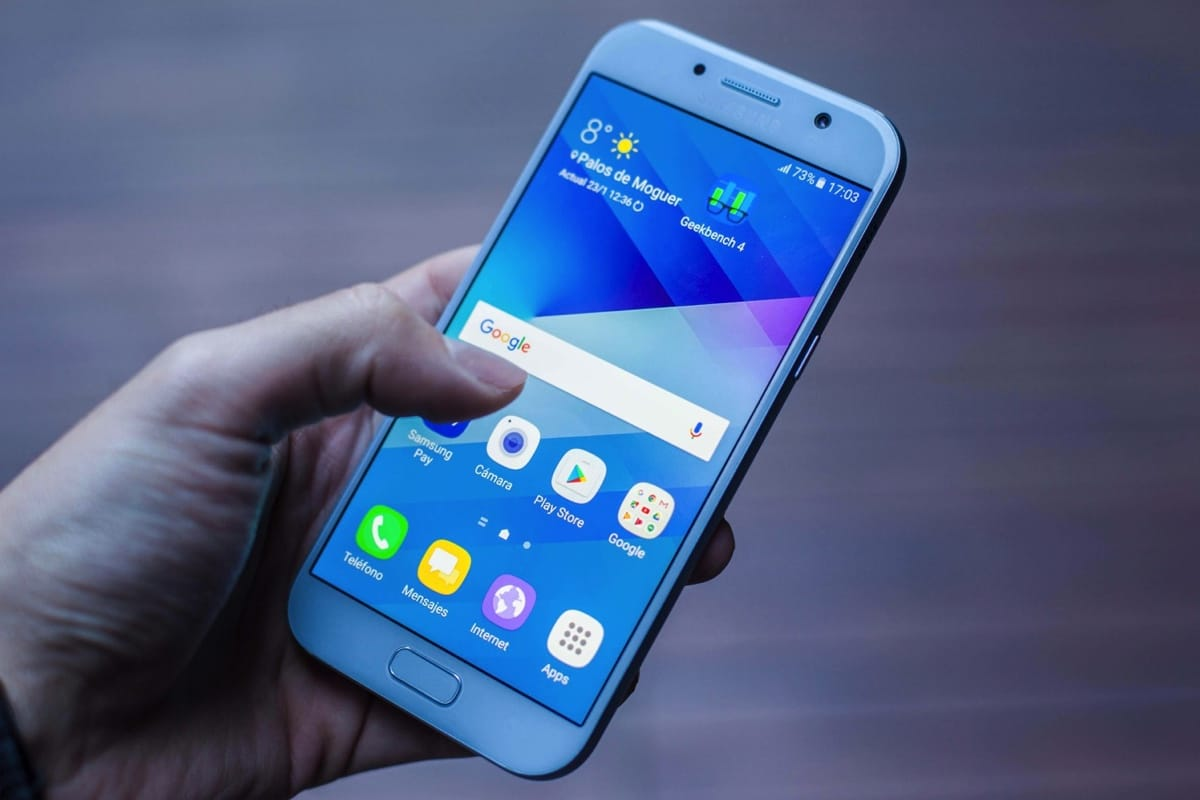 В РФ снизились цены на мобильные телефоны компании Самсунг