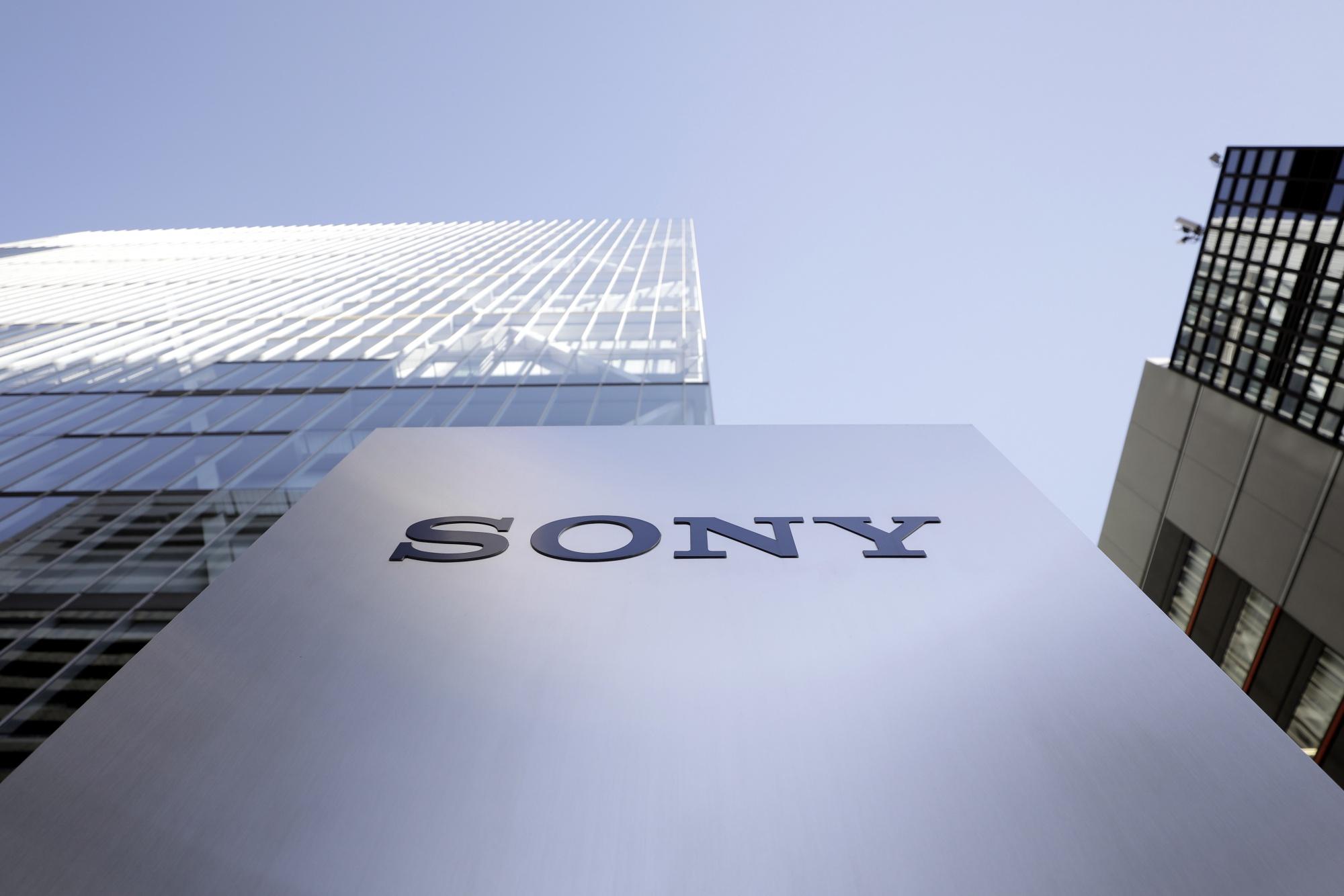 Sony планирует купить холдинг Leyou, которые владеют разработчиками Gears Tactics и The Wolf Among Us 2