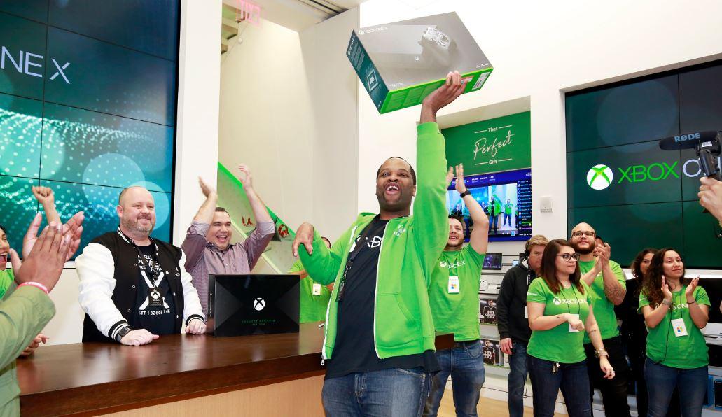 Стартовали продажи самой сильной  игровой консоли вмире— Xbox One X