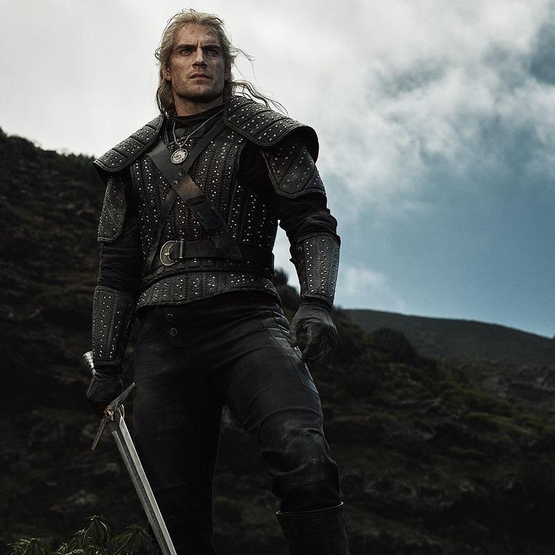 Henry Cavill es Geralt de Rivia en The Witcher