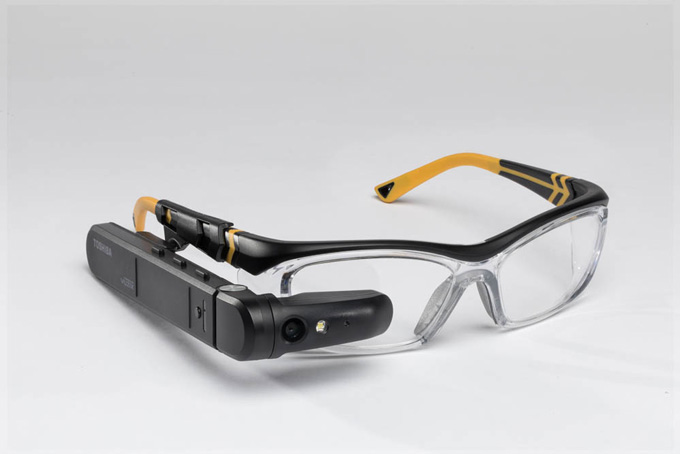 Смарт-очки Toshiba dynaEdge AR Smart Glasses