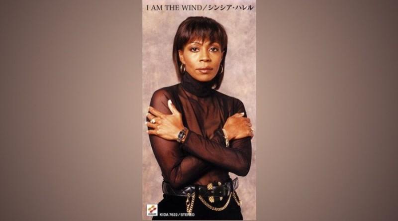 Фото Харрелл с обложки сингла I am the Wind.
